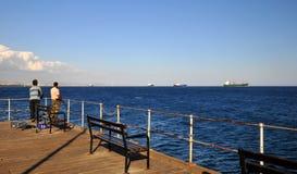 Het fisshing van de vakantie in molo Limassols Stock Afbeeldingen