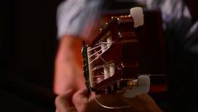 Het flamenco van de handengitarist, sluit omhoog stock footage