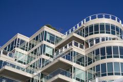 Het Flatgebouw met koopflats van de luxe Stock Afbeelding