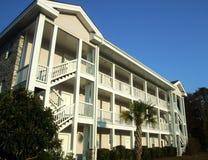 Het flatgebouw met koopflats van de vakantie Royalty-vrije Stock Afbeeldingen