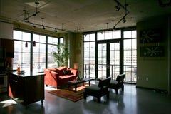 Het Flatgebouw met koopflats van de zolder Royalty-vrije Stock Foto's
