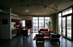 Het Flatgebouw met koopflats van de zolder Royalty-vrije Stock Afbeeldingen