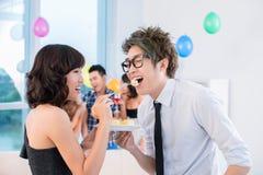 Het flirten bij partij Stock Foto