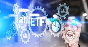 Het fonds van ETF Uitwisseling verhandeld van de Bedrijfs handelinvestering financiënconcept op het virtuele scherm royalty-vrije stock foto's