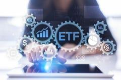 Het fonds van ETF Uitwisseling verhandeld van de Bedrijfs handelinvestering financi?nconcept op het virtuele scherm stock fotografie