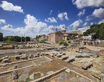 Het Forum van Rome ruïneert Kerk Stock Foto's