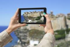 Het fotograferen van Bonifacio met tablet Royalty-vrije Stock Afbeeldingen