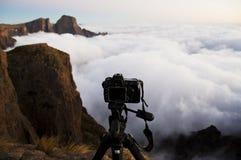Het fotograferen van de bergen stock afbeelding