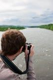 Het fotograferen van de bergrivier Stock Afbeelding