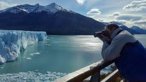 Het fotograferen van de gletsjer van peritomoreno Stock Afbeeldingen
