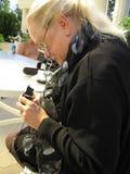 Het fotograferen van de vrouw Royalty-vrije Stock Afbeeldingen