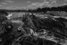 Het fotograferen van Great Falls: B&W Stock Afbeelding