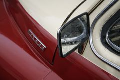 Het fragment van retro oude auto Volga GAZ - m-20 ` Overwinning ` - de auto is een symbool van overwinning van Rusland in WW2 - d Royalty-vrije Stock Foto's