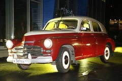 Het fragment van retro oude auto Volga GAZ - m-20 ` Overwinning ` - de auto is een symbool van overwinning van Rusland in WW2 - d Stock Fotografie