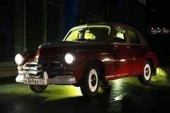 Het fragment van retro oude auto Volga GAZ - m-20 ` Overwinning ` - de auto is een symbool van overwinning van Rusland in WW2 - d Stock Afbeeldingen