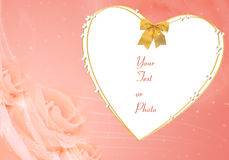 Het frame van de valentijnskaart met hart en rozen Royalty-vrije Stock Afbeeldingen