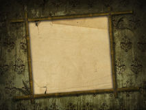 Het frame van het bamboe met oud document Royalty-vrije Stock Fotografie