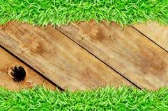 Het frame van het gras houten gat royalty-vrije stock afbeelding