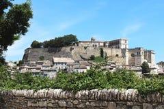 Het Franse dorp van de heuveltop van Grignan Stock Afbeelding
