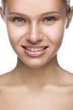 Het frontale portret van de close-up schone schoonheid van blond Stock Fotografie
