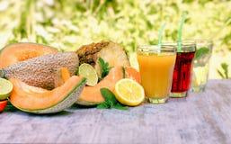 Het fruit drukte enkel, gezonde en verfrissende dranken in hete de zomerdagen Stock Foto