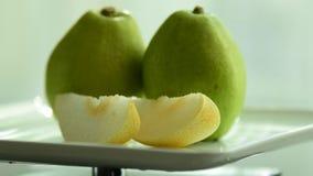 het fruit is nuttig aan het lichaam De verse Vruchten sluiten omhoog Het gezonde eten, het op dieet zijn concept stock foto's