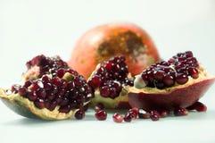 Het fruit van de granaatappel Geïsoleerdj op witte achtergrond royalty-vrije stock afbeelding