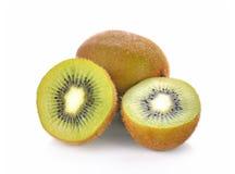 Het fruit van de kiwi dat op witte achtergrond wordt geïsoleerdd Royalty-vrije Stock Afbeeldingen