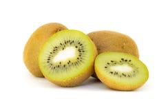Het fruit van de kiwi dat op witte achtergrond wordt geïsoleerdd Stock Foto
