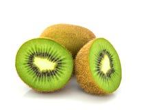 Het fruit van de kiwi op witte achtergrond Stock Foto's
