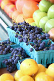 Het Fruit van de landbouwersmarkt Stock Afbeeldingen