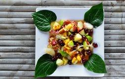 Het fruit van de papajasalade stock afbeeldingen