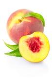 Het fruit van de perzik met bladeren Stock Afbeelding
