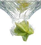 Het Fruit van de ster in water Stock Afbeeldingen