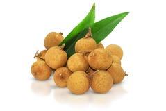 Het fruit van Longan dat op witte achtergrond wordt geïsoleerde royalty-vrije stock afbeelding