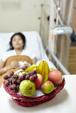 Het fruit voor krijgt patiënt terug Stock Foto