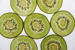 Het fruitschijven van de kiwi Stock Afbeeldingen