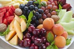 Het fruitschotel van de zomer stock fotografie