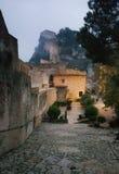 Het gaan onderaan de heuvel in het kasteel Stock Foto's