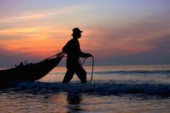 Het gaan tijdens zonsopgang vissen Stock Afbeeldingen