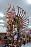 Het garudabeeldhouwwerk voor het winkelen opslag Stock Afbeeldingen