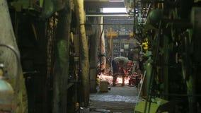 Het gasboiler van het reparatiepersoneel bij een thermische elektrische centrale in Rusland stock footage