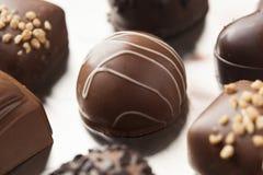 Het gastronomische Buitensporige Donkere Suikergoed van de Chocoladetruffel Royalty-vrije Stock Foto's