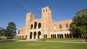 Het Gazon van de Campus van de universiteit stock afbeeldingen