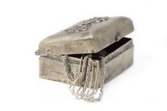 Het geïsoleerde geval van Cupronickel met zilveren kettingen stock afbeelding