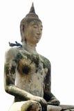 Het geïsoleerde standbeeld van Boedha op witte achtergrond met twee vogels op zijn schouder Stock Afbeeldingen