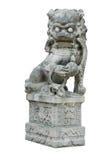 Het geïsoleerdee Oosterse Snijdende Standbeeld van de Leeuw Stock Afbeeldingen