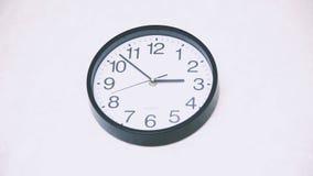 Het geanimeerde klok tellen onderaan 14 uren stock video