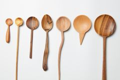 Het geassorteerde verschillende bestek van keuken houten werktuigen Stock Foto