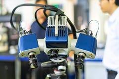 Het geavanceerd technisch en de moderne automatische 3d laser tasten voor het meten of omgekeerde techniek industriële vervaardig stock foto